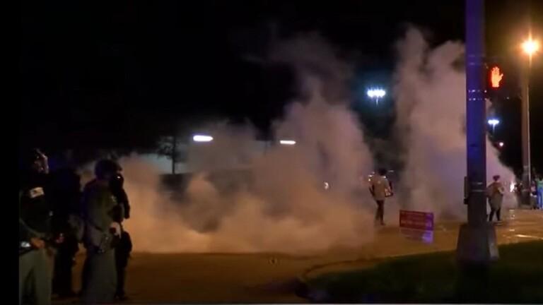 دام برس : دام برس | أعمال شغب في لويزيانا الأمريكية إثر مقتل مواطن من ذوي البشرة السمراء على يد الشرطة