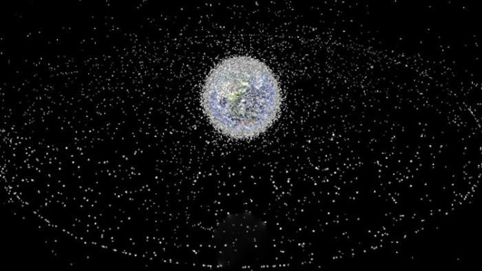 النفايات الفضائية يمكن أن تؤدي إلى حرب عالمية ثالثة